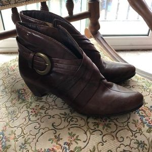 Pikolinos Brown Leather Ruched Buckle Booties
